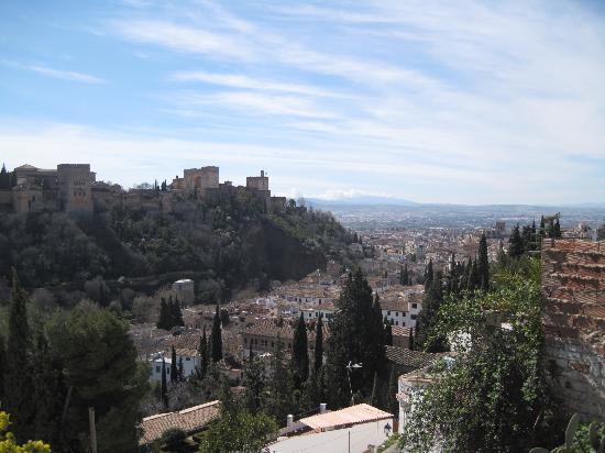 Granada, España: view of the Alhambra from the Albacin