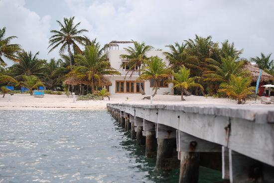 Azul Resort: View from the pier to the house
