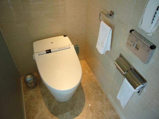 high tech electronic toilet picture of shangri la hotel tokyo chiyoda tripadvisor. Black Bedroom Furniture Sets. Home Design Ideas
