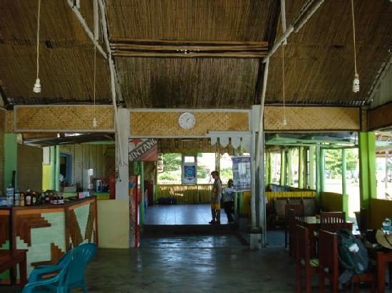 Kelayang Beach Cottages : Inside Kelayang Cottages restaurant
