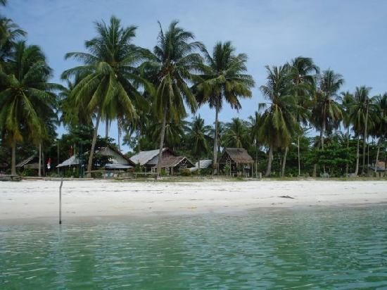 Kelayang Beach Cottages : View of Kelayang Cottages from water