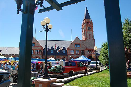 Cheyenne, WY : The former Union Pacific depot contains public facilities, including a restaurant.