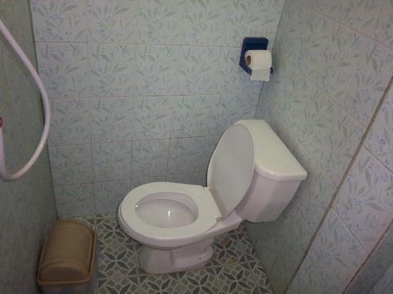 Youth Inn's bathroom