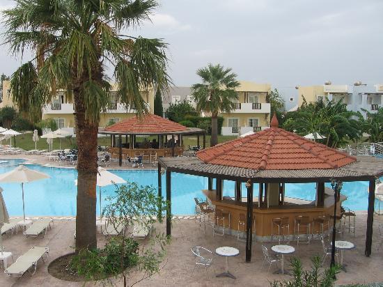 Zorbas Beach Hotel: Poolbaren