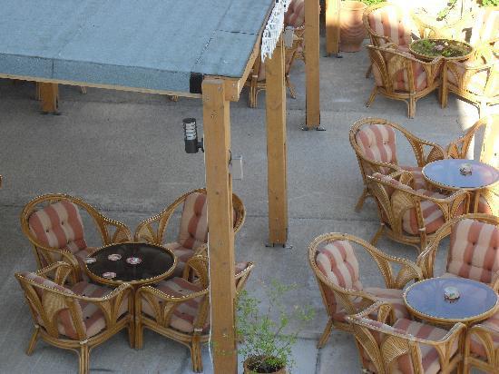 Sunshine Hotel: Down below in the bar area