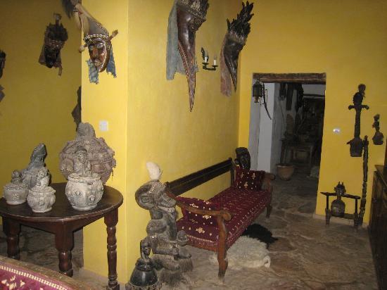 Chez Pauline Ferme d'hotes : une toute petite partie des objets d'art