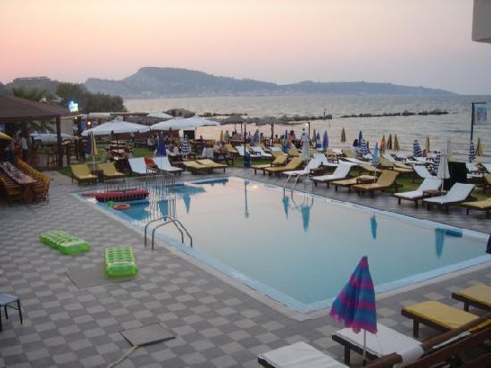 Remezzo Beach Bar: Remezzos in the post sunbathing pre dinner lul!