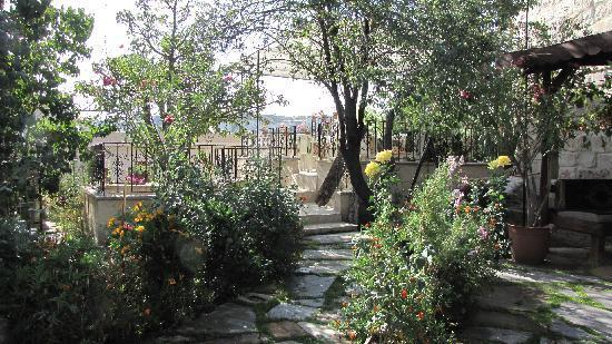 Elysee Cave House: Terrace pour prendre le petit dej et se reposer