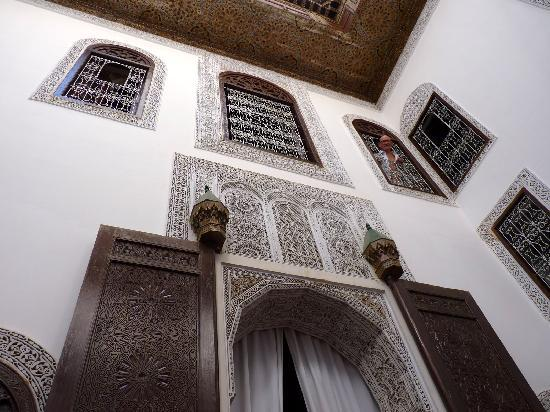 Riad Tizwa Fes: Beautifully decorated walls inside the riad. My grandfather looking out of the windows of our ro