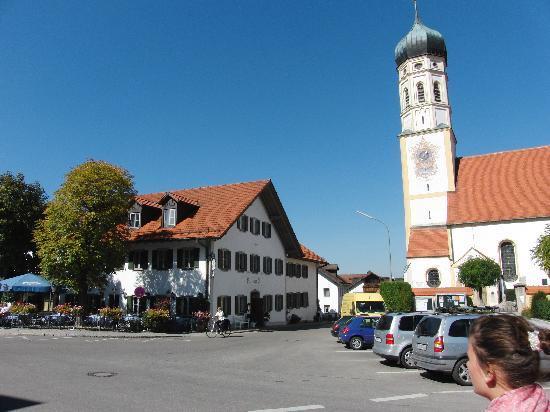 Seefeld, Alemania: Gasthaus Ruf neben der Kirche