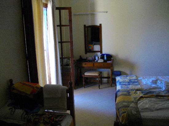 Sellas Hotel: Inside room (ecuse the mess!!)
