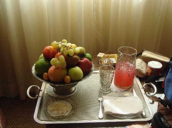 Hotel Albergo: Wecolme fruit