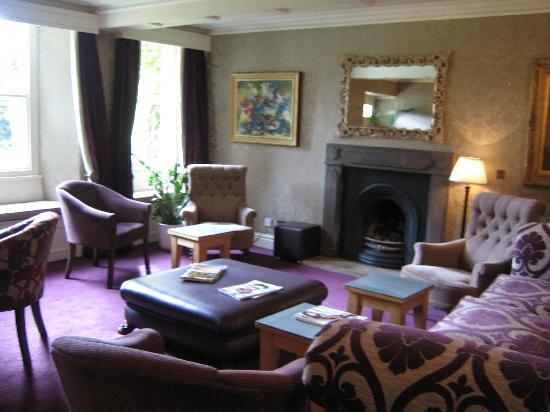 Kirkby Lonsdale, UK: Lounge - bit blurry sorry