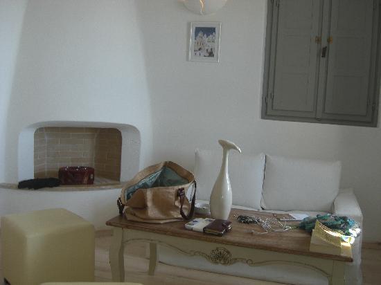 Thermes Luxury Villas: living room