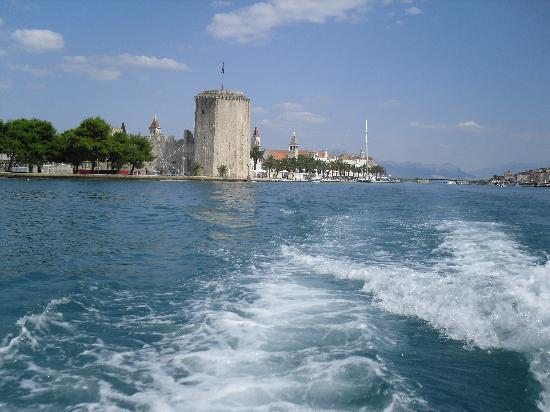 Ciovo ferry leaving Trogir