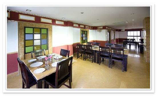 Hotel Shanti Residency: Multi Cuisine A/C Restaurant