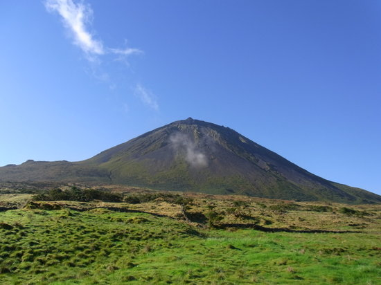 ‪Pico Mountain (Montanha do Pico)‬