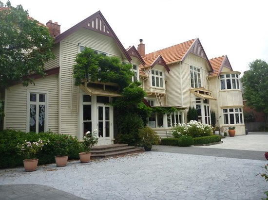 Eliza's Manor Boutique Hotel: outside view