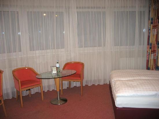 Upstalsboom Hotel Friedrichshain: Room