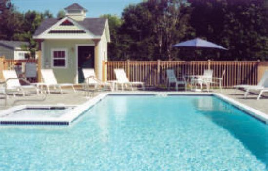 Seascape Motel and Cottages: pool