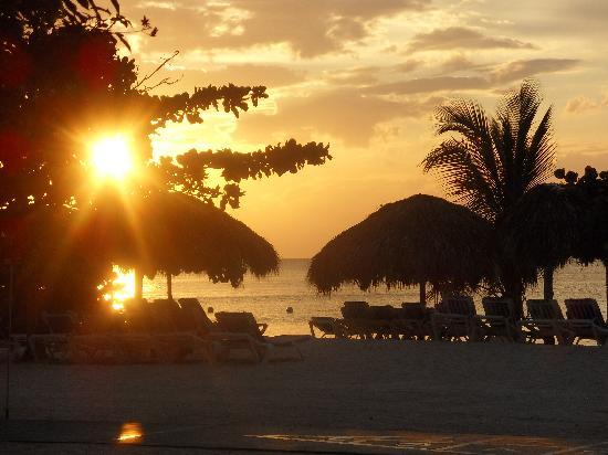 Sandals Montego Bay : beautiful sunsets & clear blue water