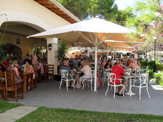 "Hotel Riu Bravo: ""restaurant"" annexe et restaurant de piscine"