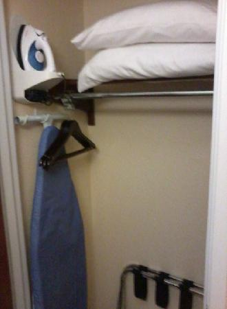 Best Western Wesley Chapel: Iron and board plus extra pillows