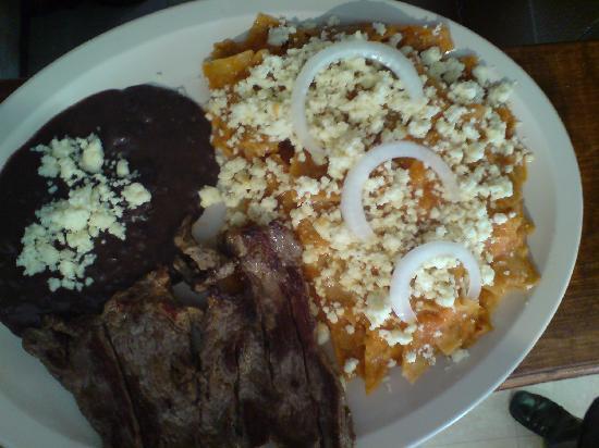 El Sabor Huasteco: chilaquiles con arrachera