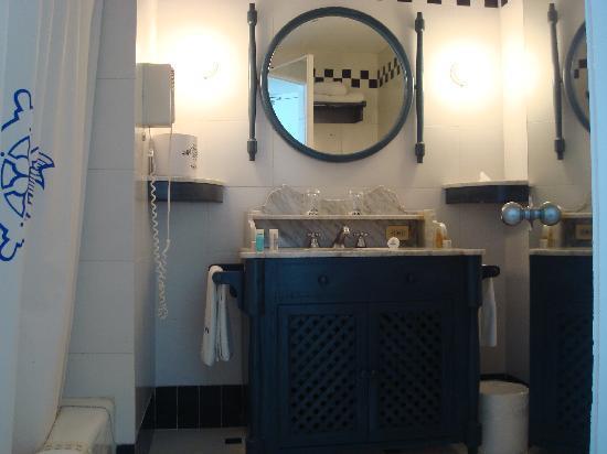 Elcano Hotel: Baño