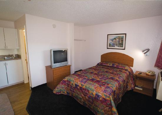 InTown Suites Charlotte Central : Typical InTown Room - View 1