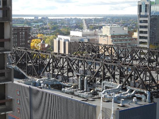 Residence Inn Montreal Westmount: Daytime View From Balcony