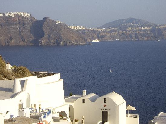 Veggera Hotel: View of Thira from Oia