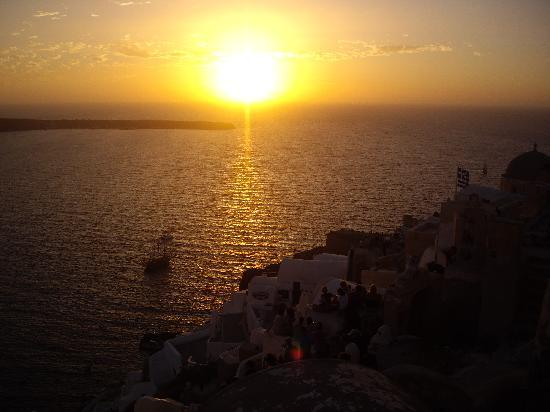 Veggera Hotel: Sunset from Oia