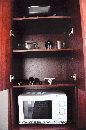 City Central Motel Apartments: Microwave and cooking utensil