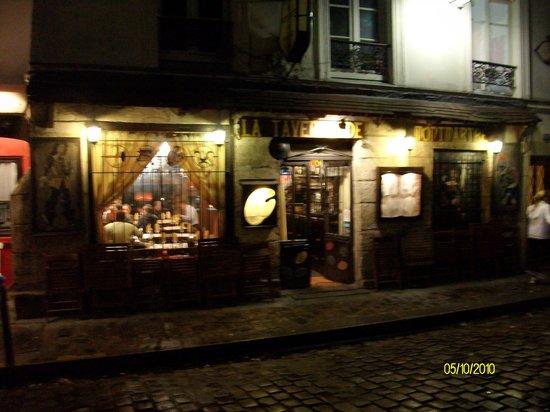 La taverne de montmartre paris montmartre restaurant for Restaurant miroir montmartre