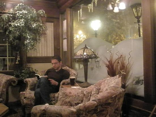 Saddleback Inn: Cozy Lobby