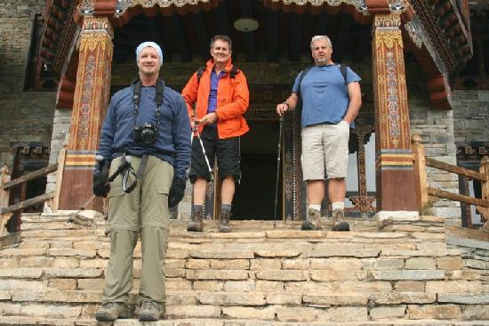 Phobjikha Valley, Bhutan: Dewachen hotel front - ready to hike!