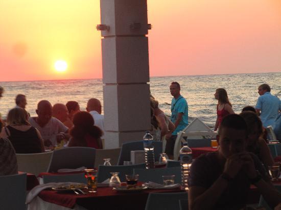 Ephesia Holiday Beach Club : Vue du resto vers le coucher du soleil