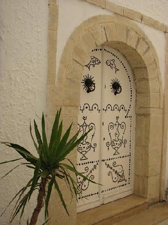 Hammamet, Tunesië: Tunisian style doors