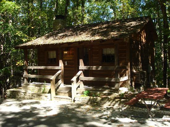 ‪‪Silver Dollar City's Wilderness‬: The Hatfield Cabin @the Wilderness Campground‬