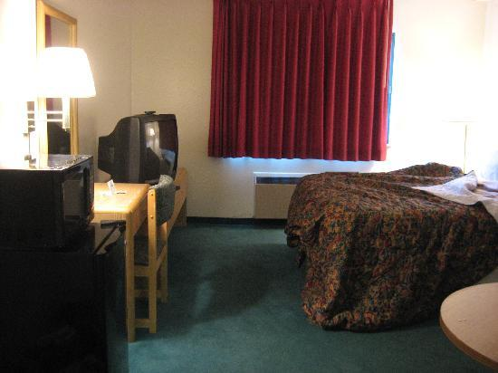 Days Inn Des Moines Merle Hay: bedroom, 1 Q bed