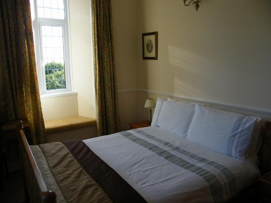 Peregrine Hall: The double room
