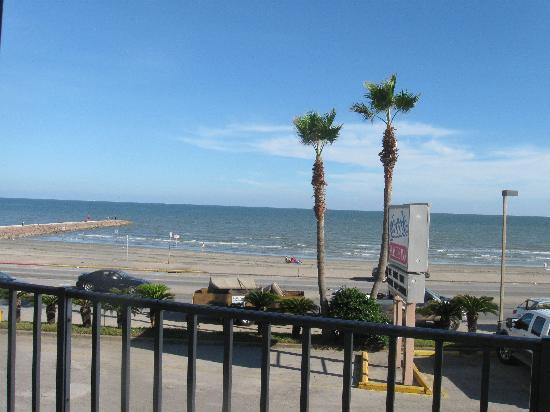 Galveston Island, TX: Across the street from the beach.
