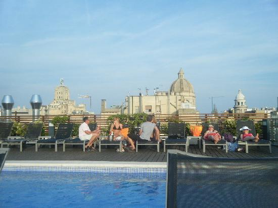 Roof top pool picture of hotel jazz barcelona tripadvisor for Pool show barcelona