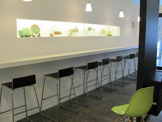 hangout@jonker: Comfortable dining/lounge area