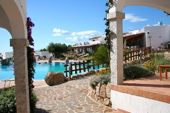 Hotel Nuraghe Arvu: giardino/piscina