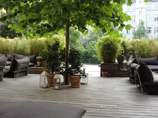 Avenue Hotel Copenhagen : Exterior Courtyard seating Area