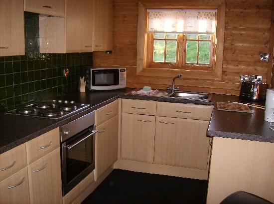 Tantara Woodland Lodges: Kitchen