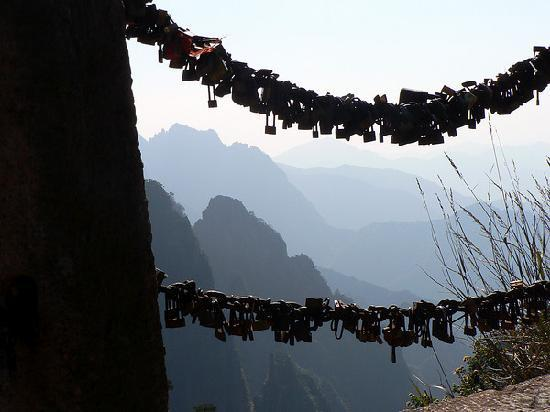 Mt. Huangshan (Yellow Mountain) : Our padlock is there too