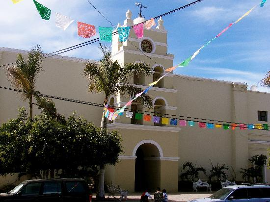 Todos Santos, Meksiko: Church in town.